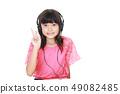 헤드폰을하는 여자 49082485