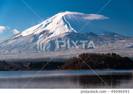 """山山縣""""富士山和川口湖有新鮮的雪 49096891"""
