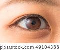눈 업과 카라 콘 젊은 여성 colored contact lenses and mascara 49104388