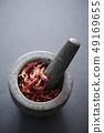 石磨和紅辣椒香料 49169655