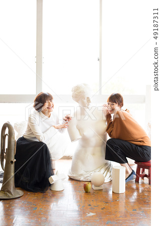 ศิลปะ Atelier คนกำลังวาดรูป 49187311