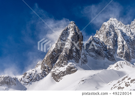中國麗江玉龍雪山 中国観光スポット China Jade Dragon Snow Mountain 49228014