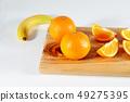 桔子,水果,香蕉和香蕉在砧板上 49275395