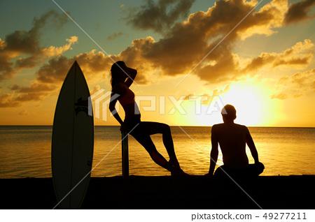 關島海灘晚上煥發,海灘,對男人和婦女 49277211