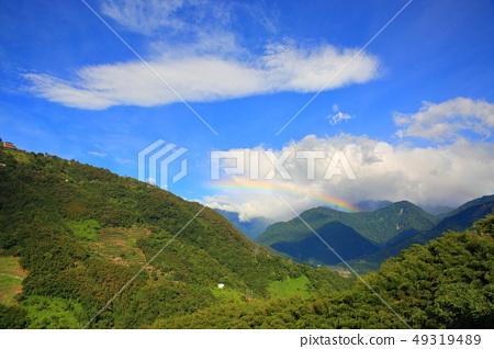 山間的彩虹 49319489