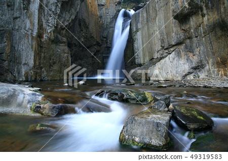 山間的溪流 49319583