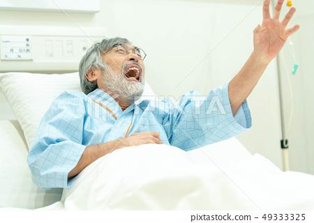 醫療圖像不適的健康老人 49333325