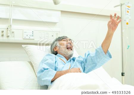 醫療圖像不適的健康老人 49333326