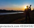 拍一张美丽的风景照片的摄影师人 49364582