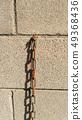 在磚的偏僻的生鏽的鏈圖像 49368436
