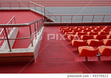 排列 整齊으로 귤 색 자리 椅 주한 體育 관 안으. 49376622