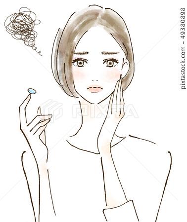 過敏眼睛煩惱由於花粉熱而不能戴隱形眼鏡的女性 49380898