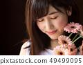 ผู้หญิงกับดอกไม้ 49499095