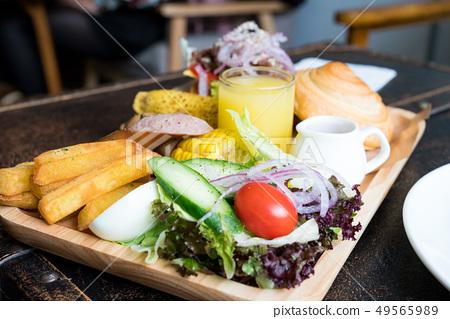 A delicious brunch combination. 49565989