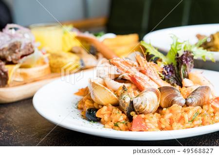 좋은 吃으로 番茄 해물 燉飯. 윗면 有蝦子, 蛤蜊, 番茄, 해물. 49568827