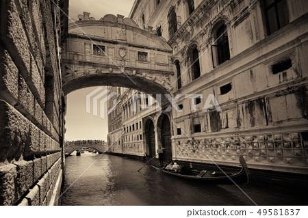 Bridge of Sighs and gondola 49581837