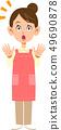 驚訝的圍裙的女人 49690878
