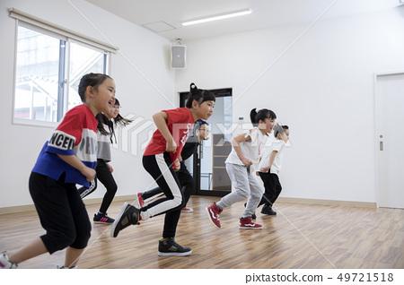 孩子们跳舞教室形象 49721518