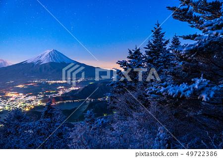 山 Yamanashi Prefecture》 The moment of dawn seen from Mt. Fuji and Yukiyama 49722386