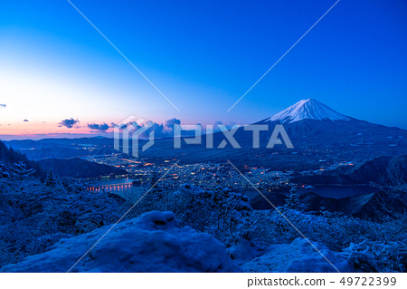 山 Yamanashi Prefecture》 The moment of dawn seen from Mt. Fuji and Yukiyama 49722399