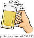 拿着啤酒杯的手 49730733
