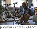 做在客廳的人自行車維護 49744725