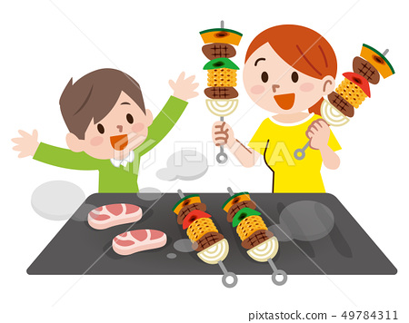 바베큐를 즐길 부모와 자식 49784311