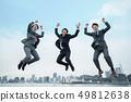 점프하는 사업가 49812638
