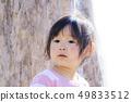 在公園裡玩的女孩 49833512