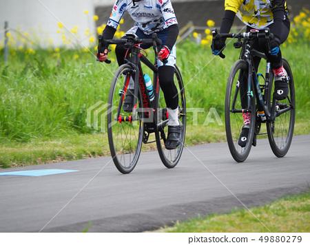 초등학생의 자전거로드 레이스 경기 자전거 경주 어린이 자전거 경기 49880279