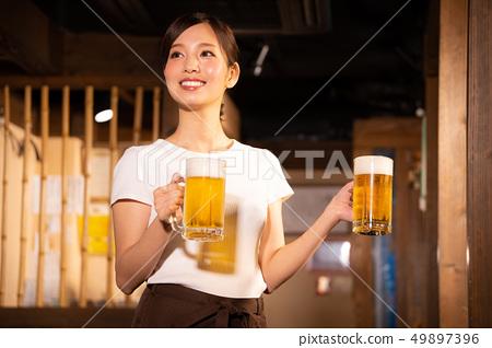 술집에서 아르바이트하는 여자 49897396