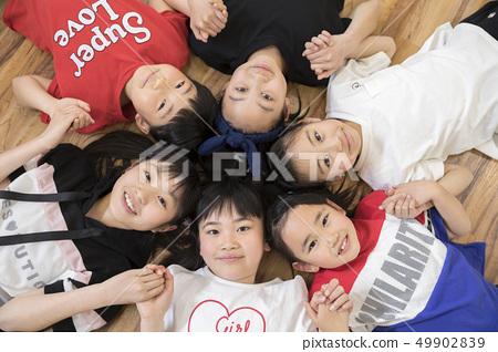 孩子们跳舞教室形象 49902839