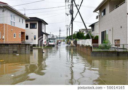 日本西部(冈山县冈山市)因暴雨灾害而被洪水淹没的小镇 50014165