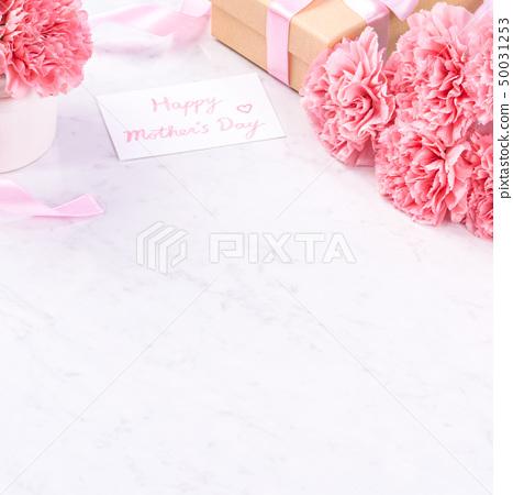 어머니 절 康乃 가오루 꽃다발 가루 색 꽃병 카네이션 상위 뷰 어머니의 날 carnation 50031253