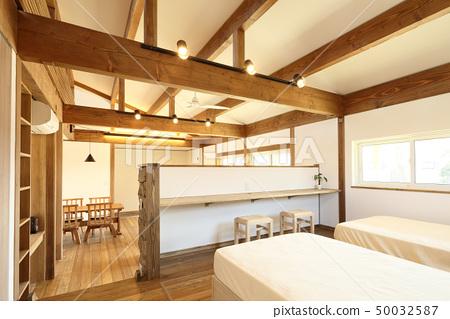 애완 동물 동거 형 디자이너 주택의 세련된 침실 50032587