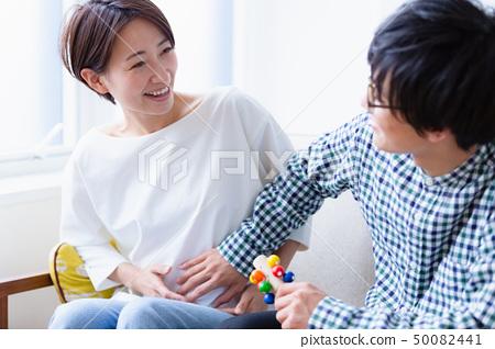 等待毕业图象的怀孕婴孩 50082441