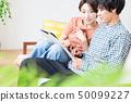 소파에서 휴식 부부 커플 50099227