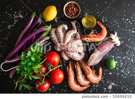 preparation of a grilled fish 50099818
