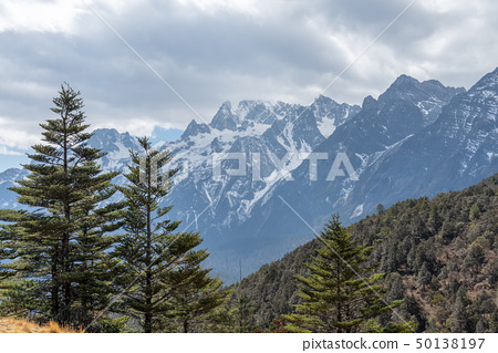 中國麗江玉龍雪山 中国観光スポット China Jade Dragon Snow Mountain 50138197