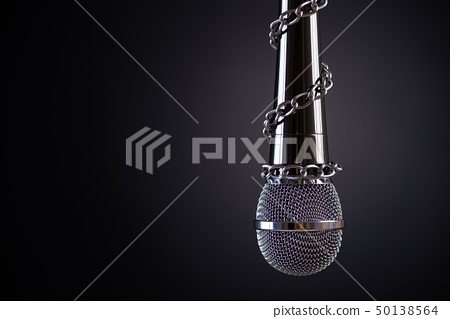 Microphone with a chain, PRESS FREEDOM 50138564