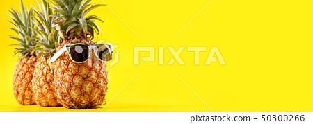 鳳凰梨黃色背景Sumikyo Natsuten菠蘿太陽鏡夏季夏季菠蘿 50300266