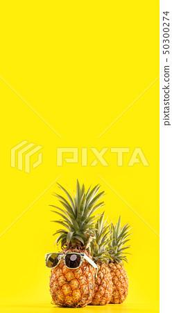 鳳凰梨黃色背景Sumikyo Natsuten菠蘿太陽鏡夏季夏季菠蘿 50300274
