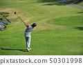 韩国高尔夫球手挥动高尔夫球 50301998