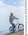 여성 푸른 하늘 휴식 사이클링 50320063