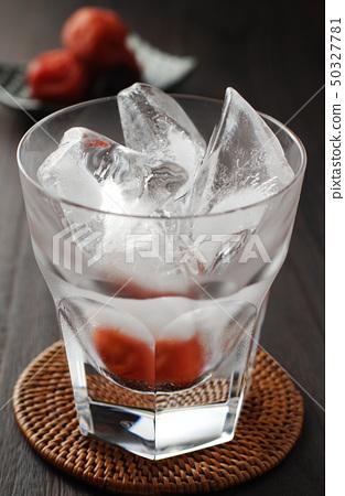 燒酒和醃梅(Minamitaka plum) 50327781