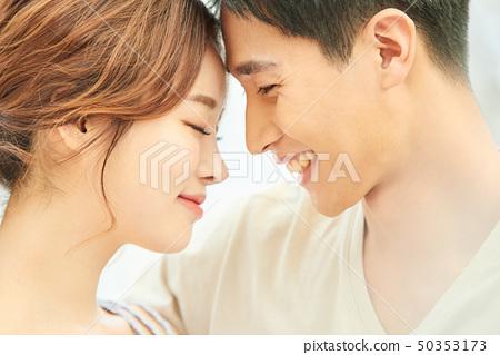 남녀 커플 라이프 스타일 50353173