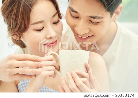 남녀 커플 라이프 스타일 50353174