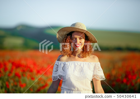 Mother and daughter in poppy field Royalty Free Stock Images 50430641