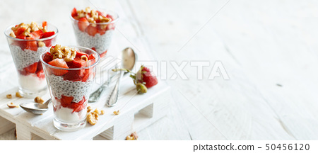 Chia pudding Strawberry parfait 50456120