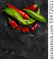 Red and green sweet peppers 50472021
